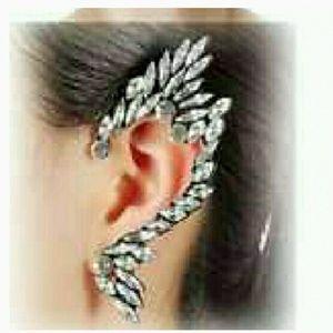 Jewelry - B2G1🆓️ Jewel Stone Swan Ear Cuff